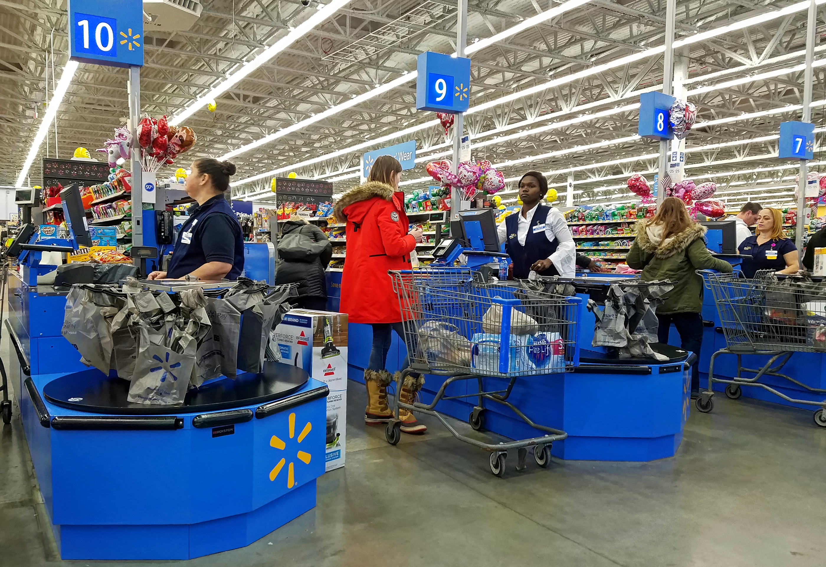 walmart largest employer in the united states introduces robots